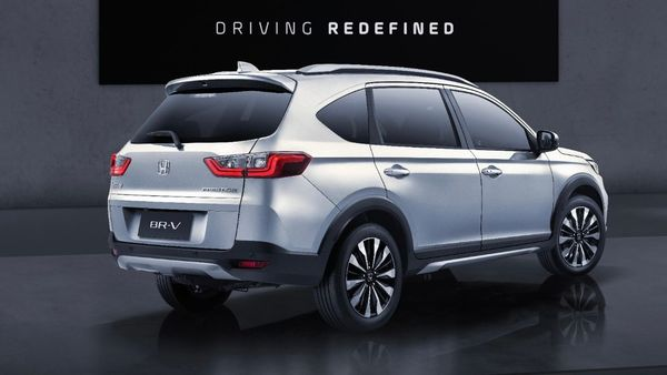 The looks of the new BR-V is more like an SUV than its predecessor and it also comes with a greater ground clearance. The car is around 20 mm higher than the previous model whose height stood at 220 mm.