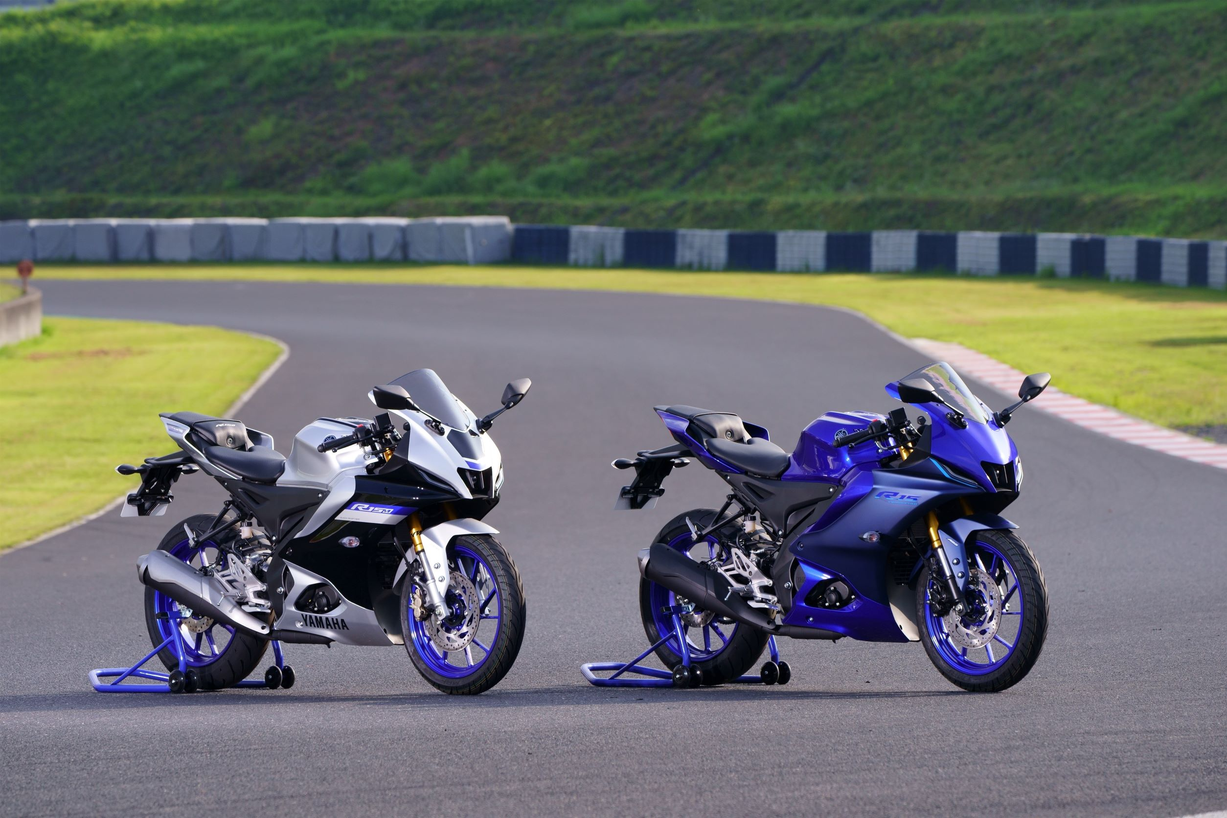 The 2021 range of Yamaha YZF-R15 gets a host of segment first features. It will be available across all company dealerships in India by end of September.