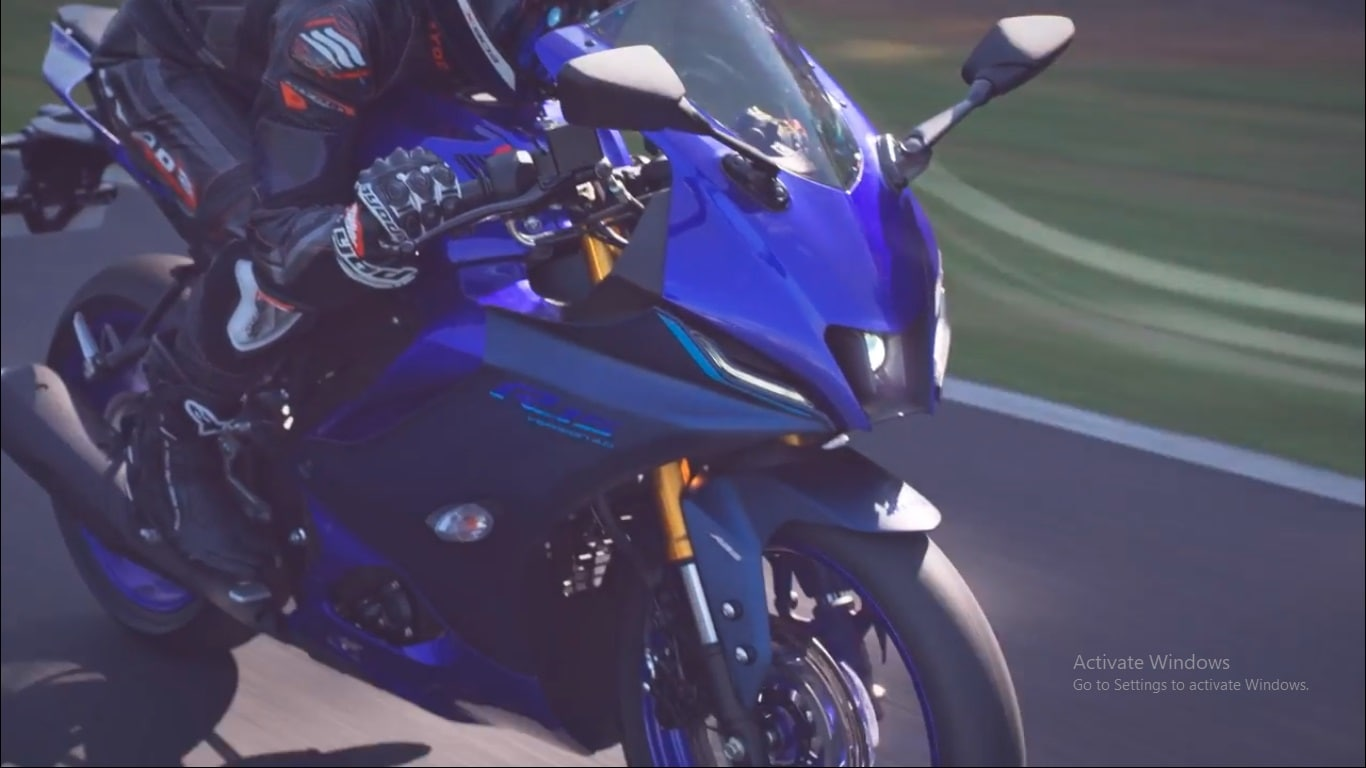 Yamaha claims that the new fairing design reduces the coefficient of aerodynamic drag (CdA) from 0.307 on the current model to 0.293.