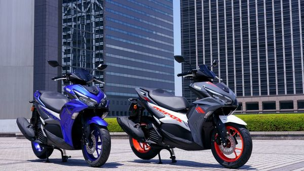 At the heart of the Aerox 155 sits a new generation 155cc Blue Core - liquid-cooled, 4-stroke, SOHC, 4-valve engine.