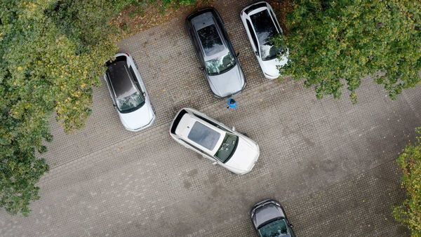 Levying a high rate of tax as a parking fee for the vehicle owners who keep their vehicles parked on the roads is a common practice in European cities.