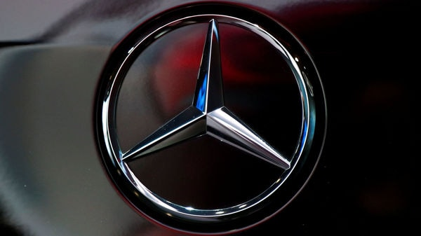The logo of German car manufacturer Mercedes-Benz is seen at Brussels Motor Show, Belgium January 9, 2020. REUTERS/Francois Lenoir