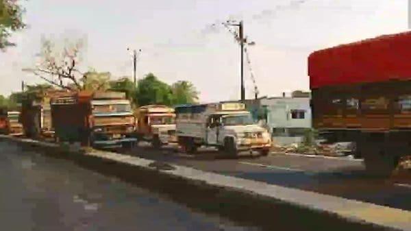 Traffic congestion was seen on Hajipur-Muzaffarpur road in Bihar, movement on Mahatma Gandhi Setu was affected too. (ANI)