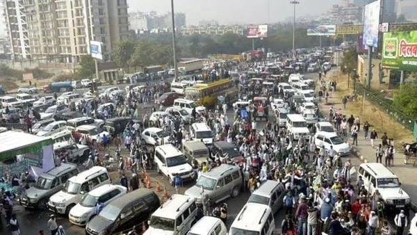 Farmers have blocked the national highways at 14 places in Bijnor, 8 places in Meerut, three places in Ghaziabad, 10 places in Muzaffarnagar in Uttar Pradesh to ensure success of Bharat bandh. (HT_PRINT)