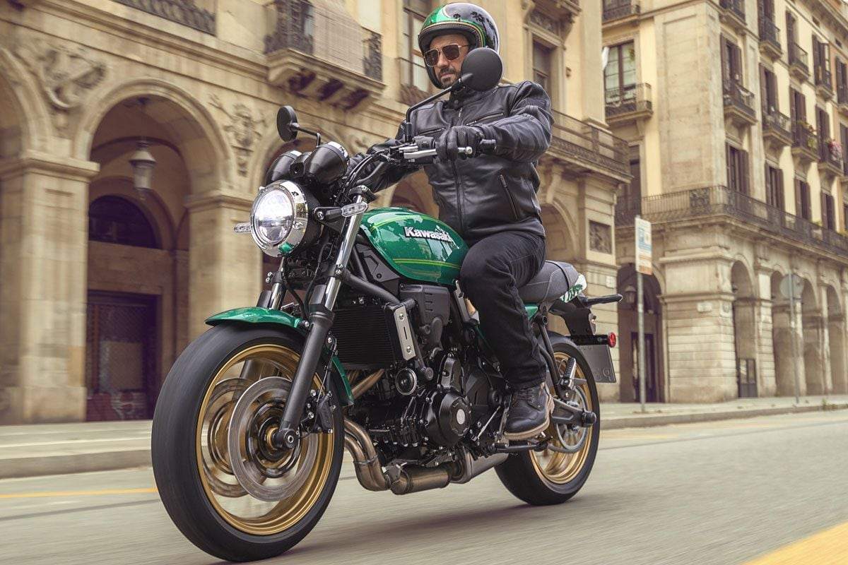 The Z650RS has been made available in three colour schemes – Metallic Spark Black, Candy Emerald Green, and Metallic Moondust Grey/Ebony.