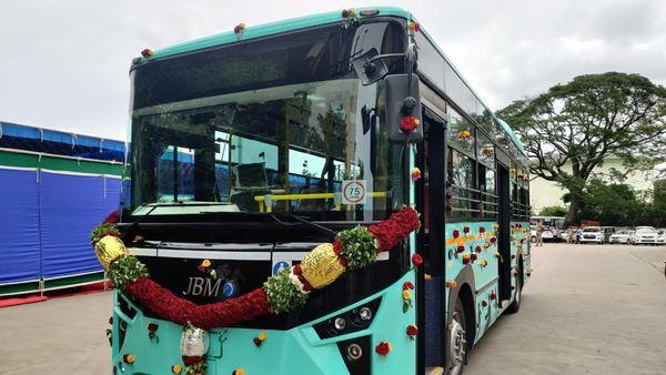 Bengaluru's first electric bus was unveiled by B Sriramulu, state transport minister of Karnataka, on Thursday. (Photo courtesy: Twitter/@sriramulubjp)
