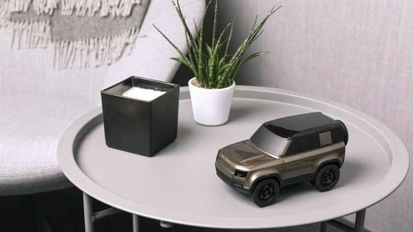 The scale model features sophisticated lines and sports a dynamic stance just like the actual Land Rover Defender 90 model.