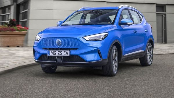 The EV will sport a larger 72 kWh battery pack that will ensure a longer range without recharging it. The automaker claims it to be capable of covering a distance of 439 km on a single charge compared to 262 km offered by the existing model. MG also added that a 51 kWh battery pack with a 318 km range will join the lineup later in 2022.
