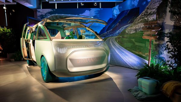 MINI Vision Urbanaut concept previous an electric car that uses recycled and environment-friendly materials.