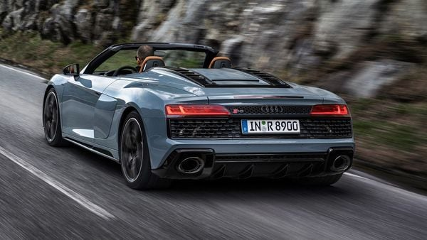 The Audi R8 V10 Performance RWD's engine now has an additional 30 hp and stands at 570 hp, with a torque of 550 Nm. This power is transmitted to the rear wheels with the 7-speed S Tronic transmission, allowing it to go from 0-100 kmph in 3.7 seconds and reach 329 kmph.