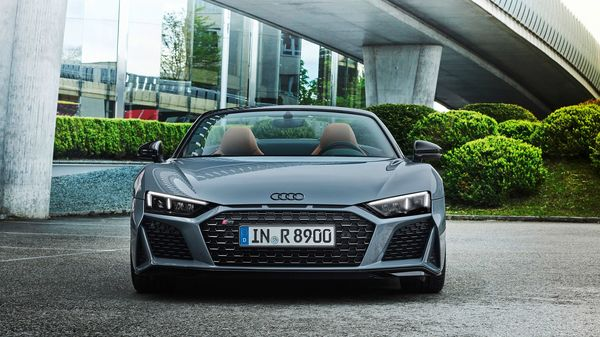 The new entry-level Audi R8 features a matte black finish for the grille, splitter, rear grille and oval dual tailpipes. The Edition package includes 20-inch bronze wheels, red brake calipers, carbon fiber side plates, and black-finish badges.