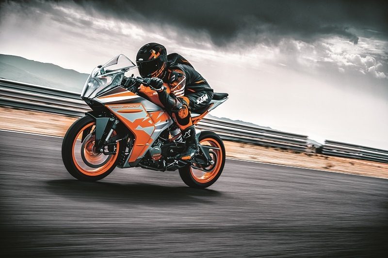 KTM has increased fuel tank volume from 9.5 liters to 13.7 liters on the new RC 200.