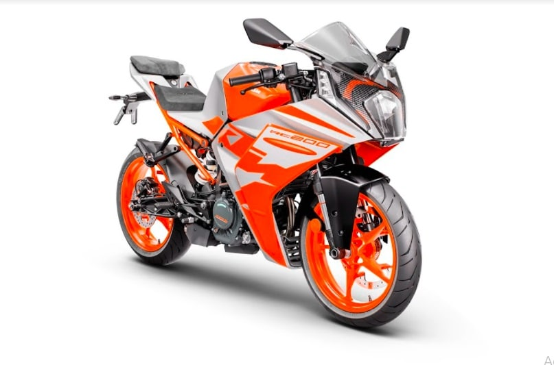 The India version of the KTM RC200 Gen-2 also comes with an all-new full LED headlamp unit.
