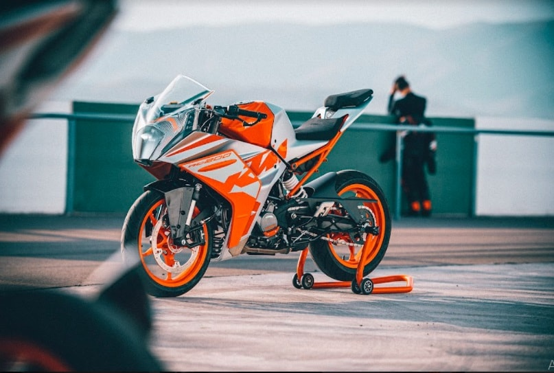 Bajaj Auto has initiated the bookings for the updated RC200 in the Indian market at all KTM showrooms.
