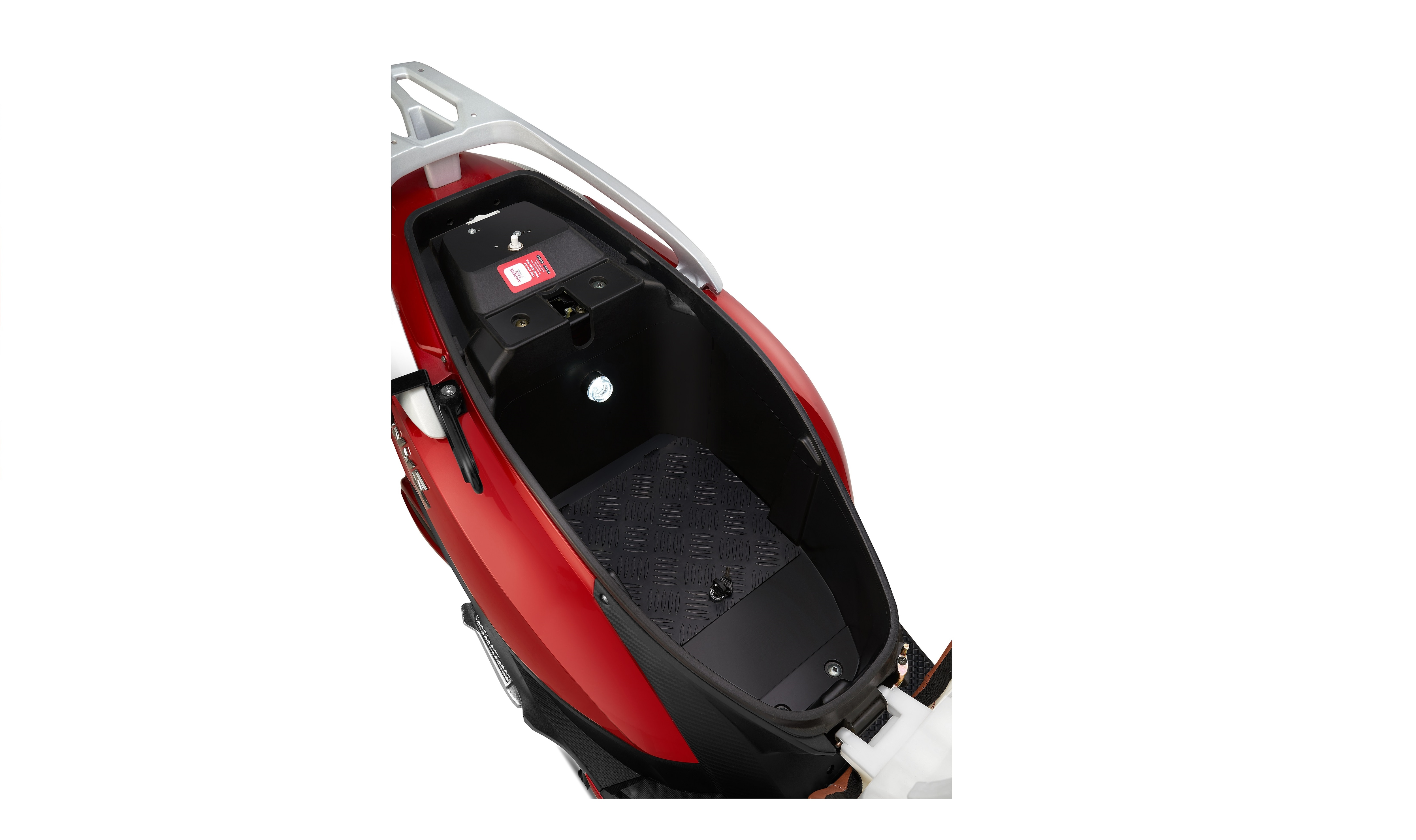 The new Magnus EX e-scooter gets a detachable lightweight & portable advanced lithium battery.
