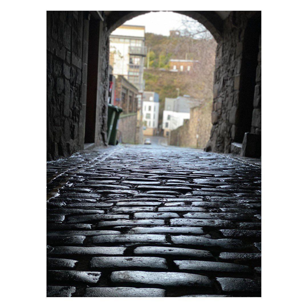 এডিনবরার রাস্তায় মিমির সফর।(ছবি সৌজন্য ইনস্টাগ্রাম mimichakraborty)