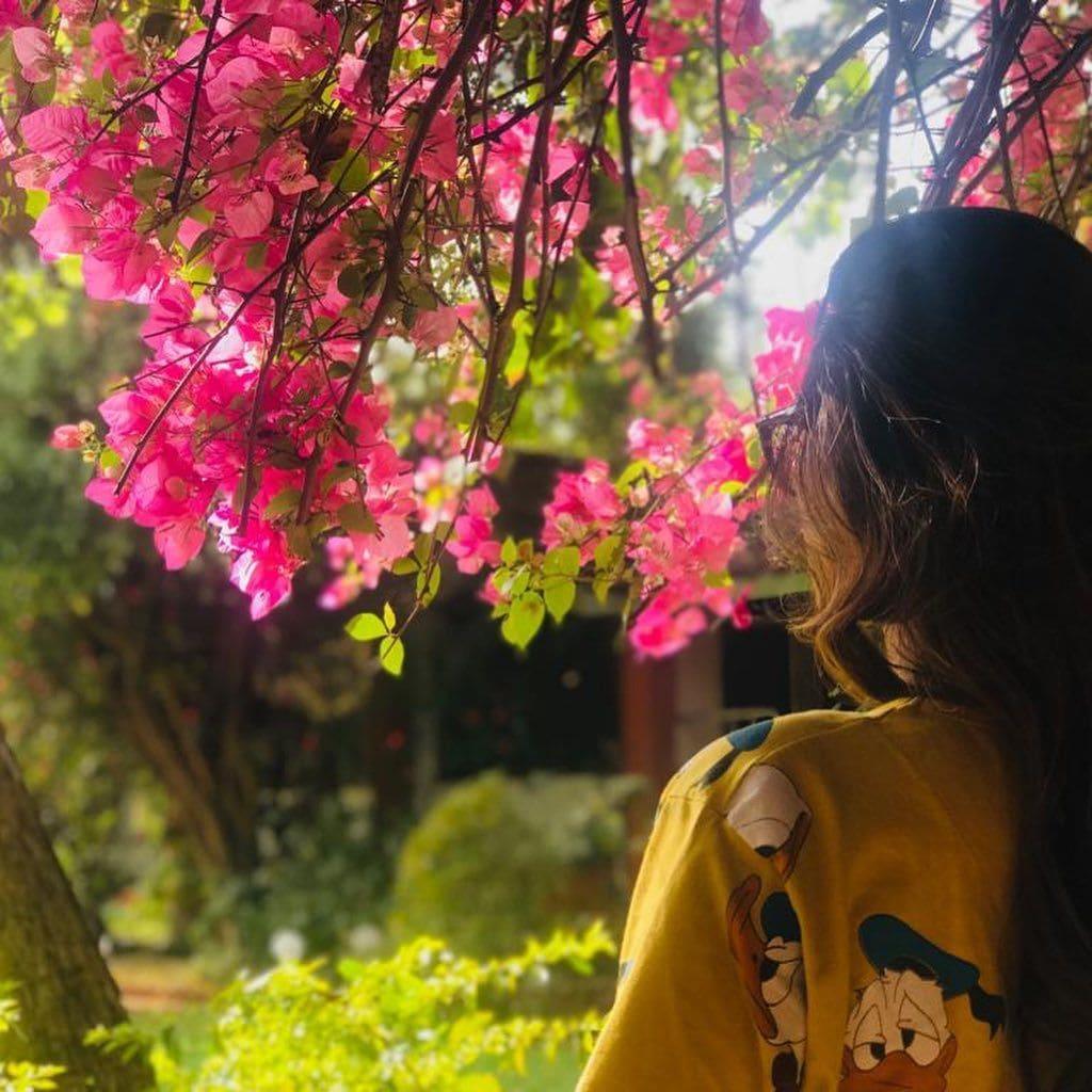 রবি ঠাকুরের দেশের প্রাণ ভরে প্রকৃতির স্বাদ নিলেন নুসরত (সৌজন্যে-ইন্সটাগ্রাম)
