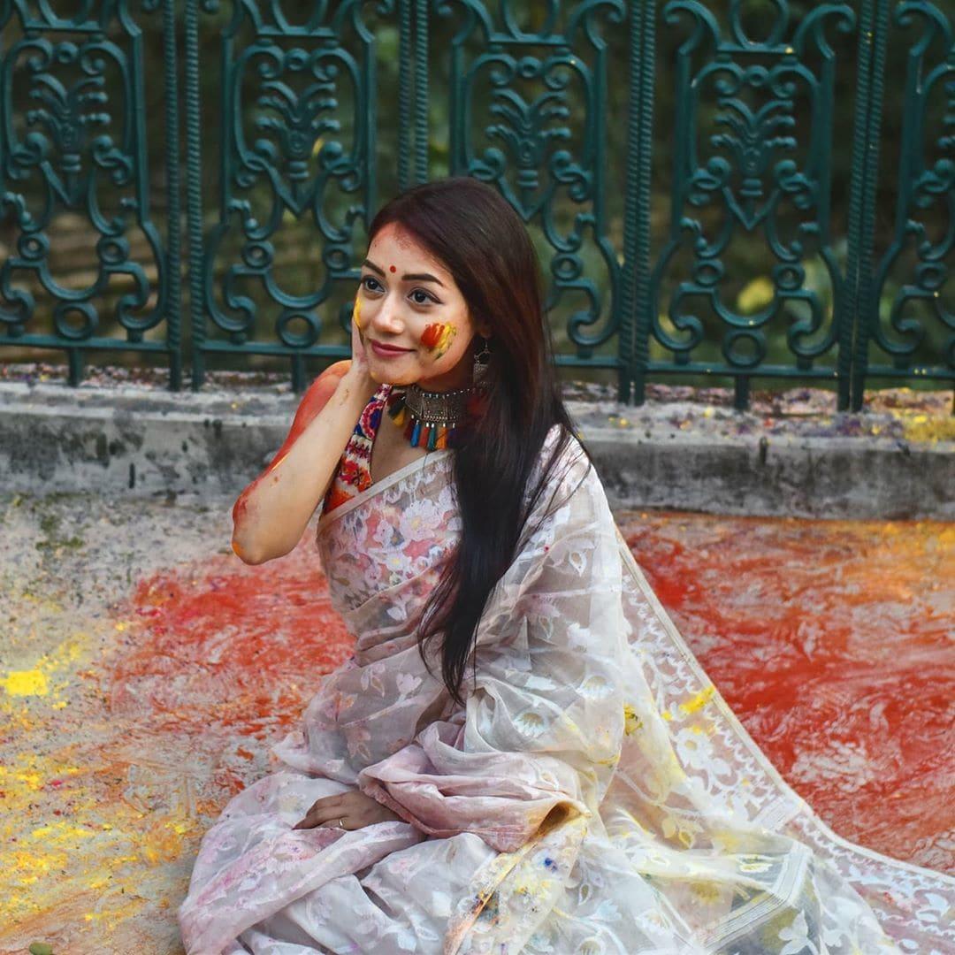 হোলির উত্সবে শামিল অভিনেত্রী পারমিতা চক্রবর্তী (ছবি-ইনস্টাগ্রাম)