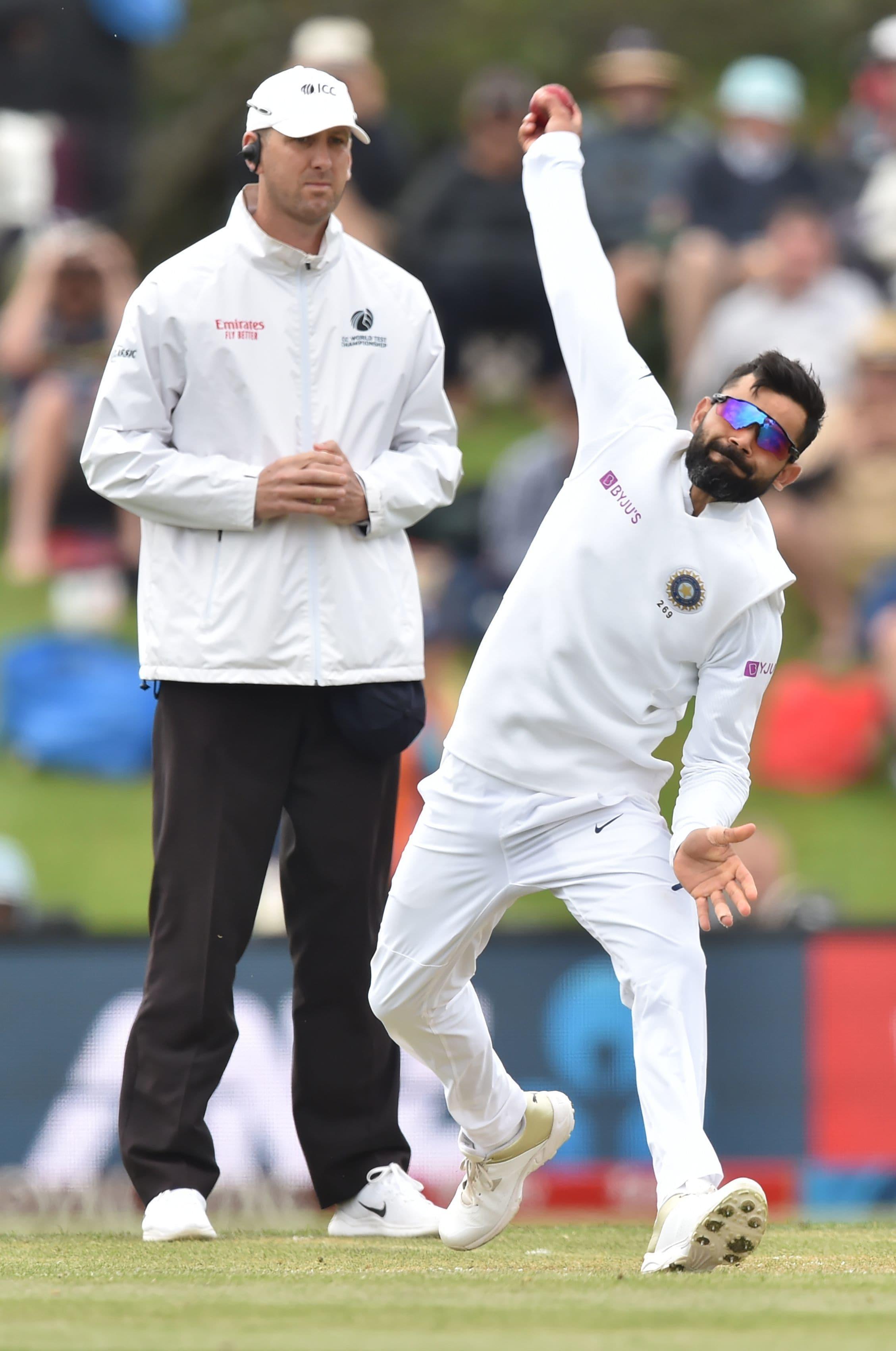 ২০১৬ সালের অক্টোবর মাস থেকে টেস্ট ক্রিকেটে শীর্ষস্থান ধরে রেখেছিল টিম ইন্ডিয়া। আইসিসির টেস্ট ব়্যাঙ্কিং তালিকায় প্রথম থেকে তৃতীয়স্থানে নেমে এল ভারত।  (AFP)