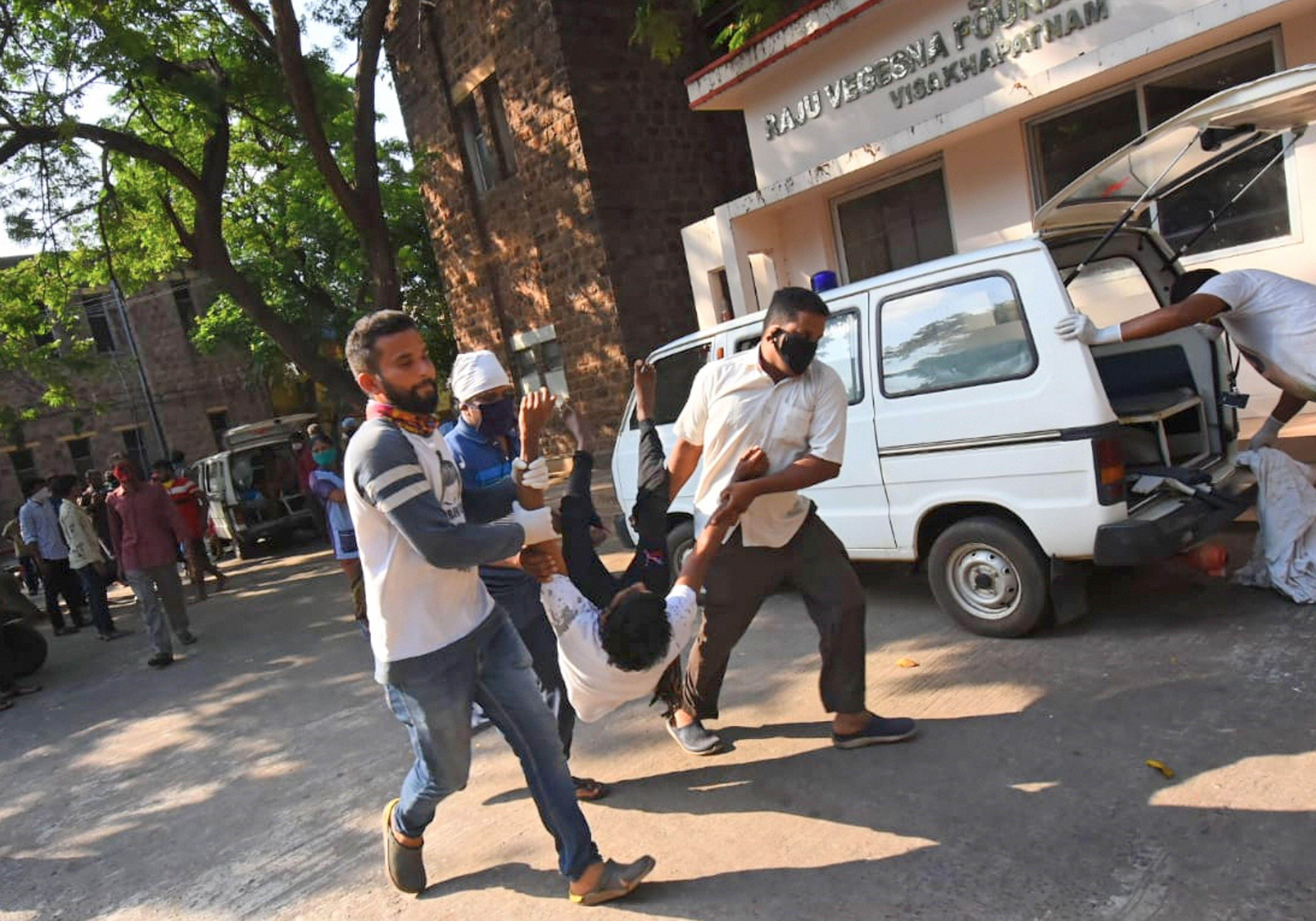 ঘটনার পর দিল্লিতে জরুরি বৈঠকে বসেন মোদী। উপস্থিত ছিলেন অমিত শাহ-রাজনাথ সিং (PTI)