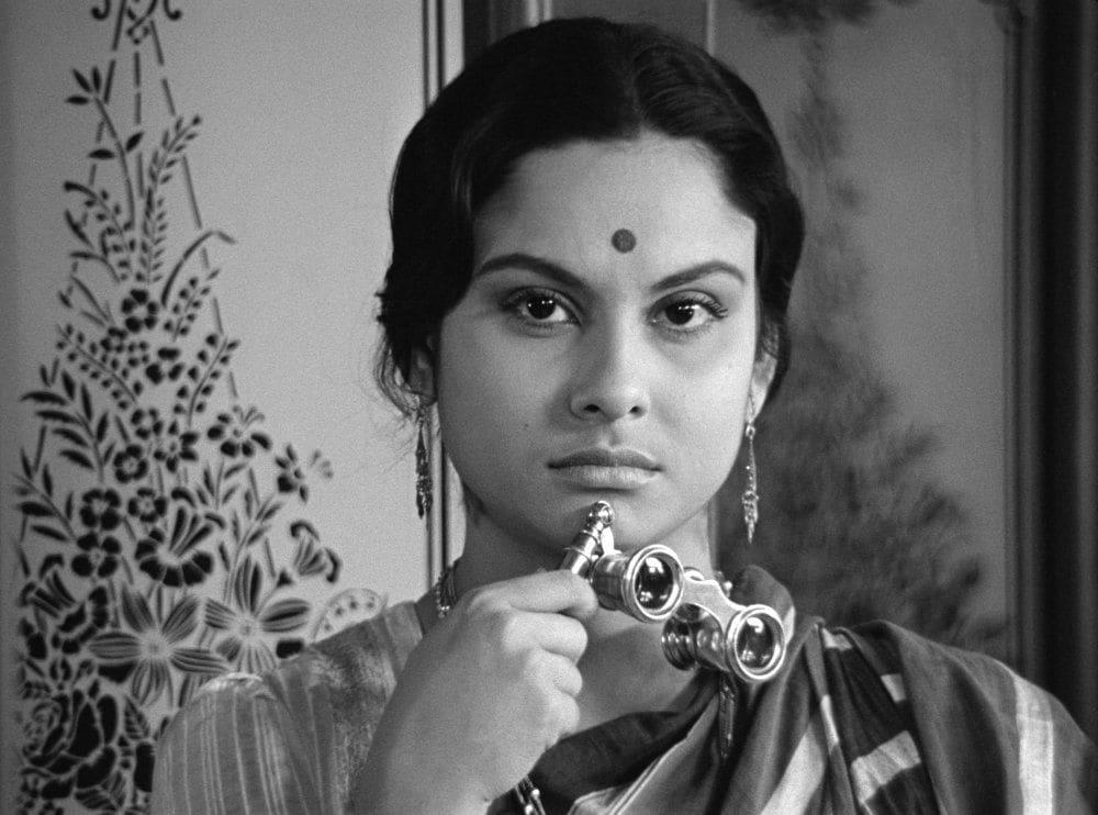চারুলতা- তিন বছর পর রবীন্দ্রনাথের 'নষ্টনীড়' অবলম্বনে সত্যজিত রায় তৈরি করেছিলেন চারুলতা। ছবির ইংরাজি ভার্সনের নাম ছিল- A Lonely Wife। সত্যজিতের কেরিয়ারের অন্যতম মাইলস্টোন হিসাবে পরিগণিত এই ছবি বাংলা চলচ্চিত্রে সম্পদ। (ছবি-ইউটিউব)