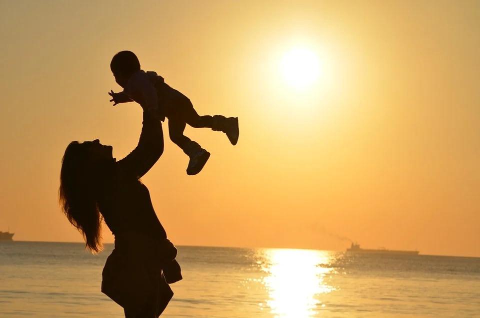 ভালবাসা থেকেই আমাদের জন্ম, আর ভালবাসা মানে হল মা - রুমি (ছবি-PIXABAY)