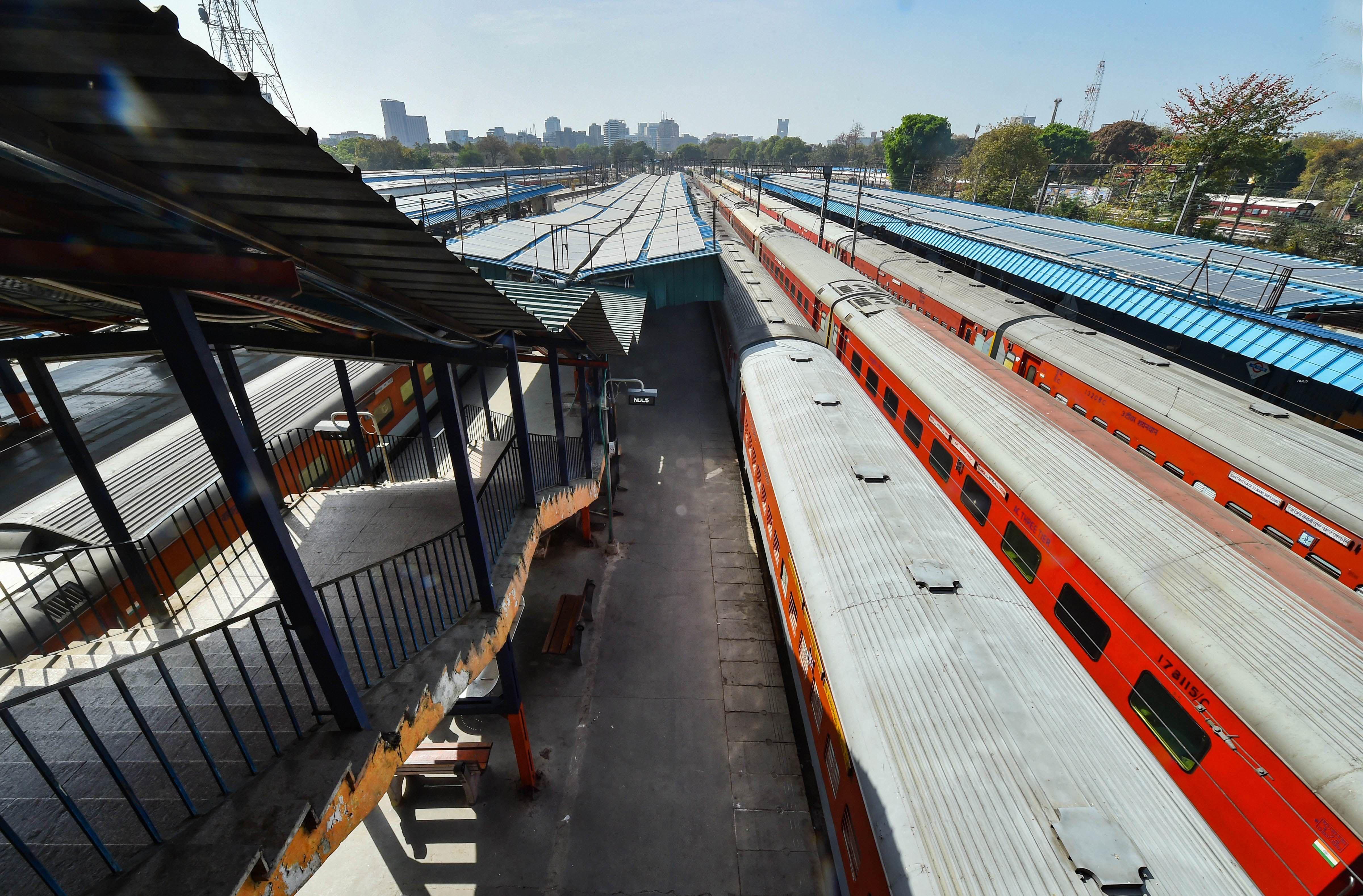 আগামী ১২ মে থেকে যাত্রীবাহী ট্রেন পরিষেবা চালু করবে ভারতীয় রেল। প্রাথমিকভাবে অবশ্য ১৫ জোড়া ট্রেন চলবে। (ছবিটি প্রতীকী, সৌজন্য পিটিআই)