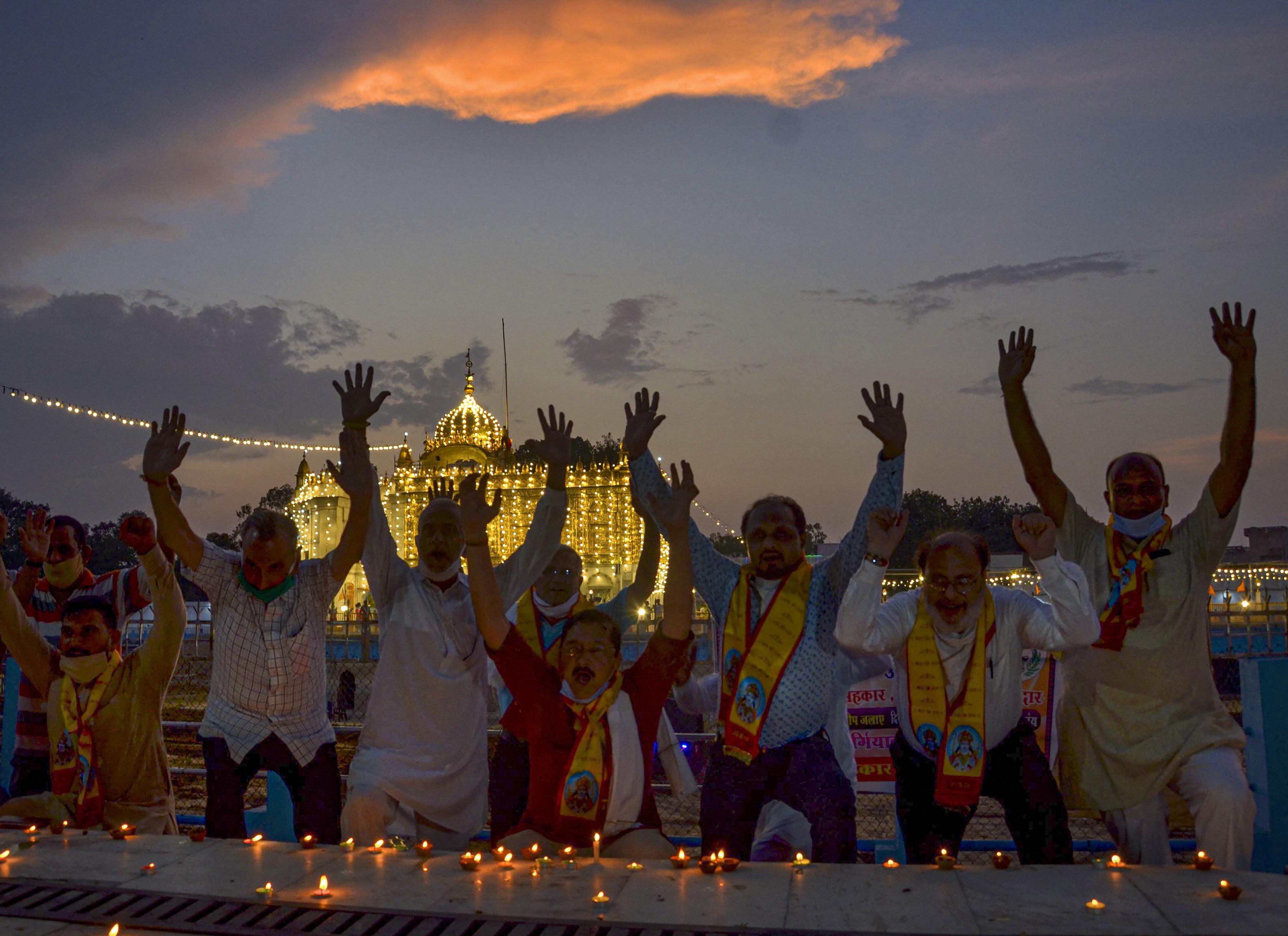 অমৃতসরে লক্ষ্মী নারায়ণ মন্দিরের বাইরে (PTI)