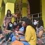মাস্ক পরেই চলছে পুজোর আড্ডা (ছবি সৌজন্য পিটিআই)
