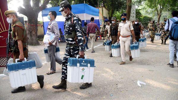 বিহারে চলছে দ্বিতীয় দফার ভোট, ভাগ্যপরীক্ষা তেজস্বী, তেজ প্রতাপের - Voting  begins in phase 2 of Bihar polls; Tejashwi, Tej Pratap in fray, Bangla News