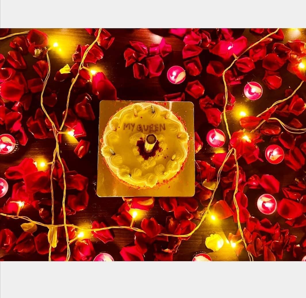 জন্মদিনে প্রমিতাকে নিজের রানি হিসেবে সম্মোধন করেছন রুদ্রজিৎ। কেকের উপর সেই নামই লিখেছেন। প্রমিতার জন্মদিনের কেকের ছবি।