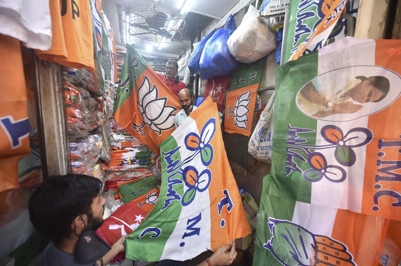 মঙ্গলকোট : সিদ্দিকুল্লা চৌধুরীর পরিবর্তে প্রার্থী হয়েছেন অপূর্ব চৌধুরী। গতবারের লোকসভা ভোটের নিরিখে এগিয়ে ছিল তৃণমূল। মন্তেশ্বরে প্রার্থী হয়েছেন সিদ্দিকুল্লা। গতবার মন্তেশ্বরে প্রার্থী হয়েছিলেন সজল পাঁজা। (ছবিটি প্রতীকী, সৌজন্য পিটিআই)