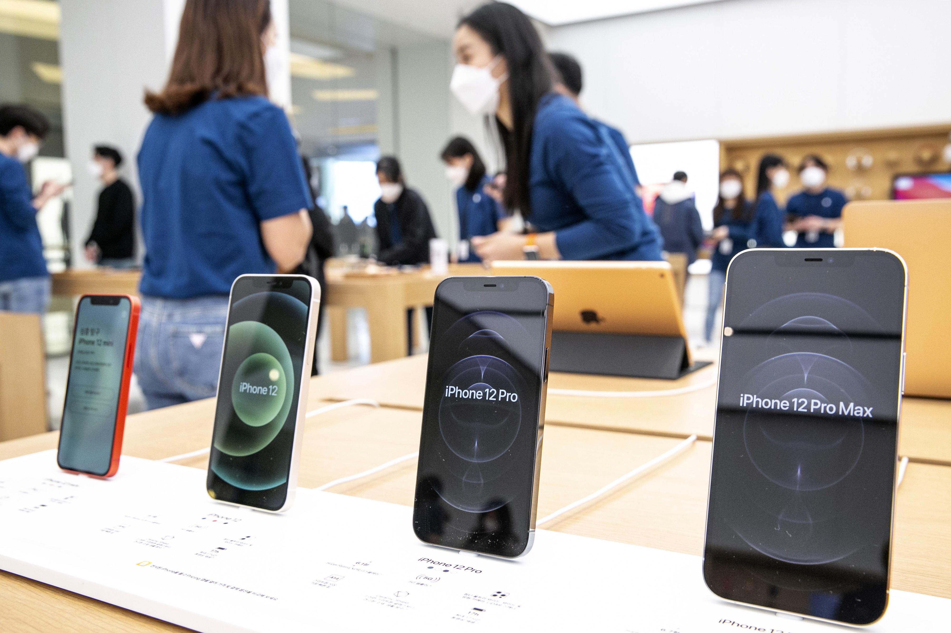iPhone 11 Pro-এরও দাম কমছে। মিলবে ৭৯,৯০০ টাকায়।ফাইল ছবি : ব্লুমবার্গ (Bloomberg) (Bloomberg)
