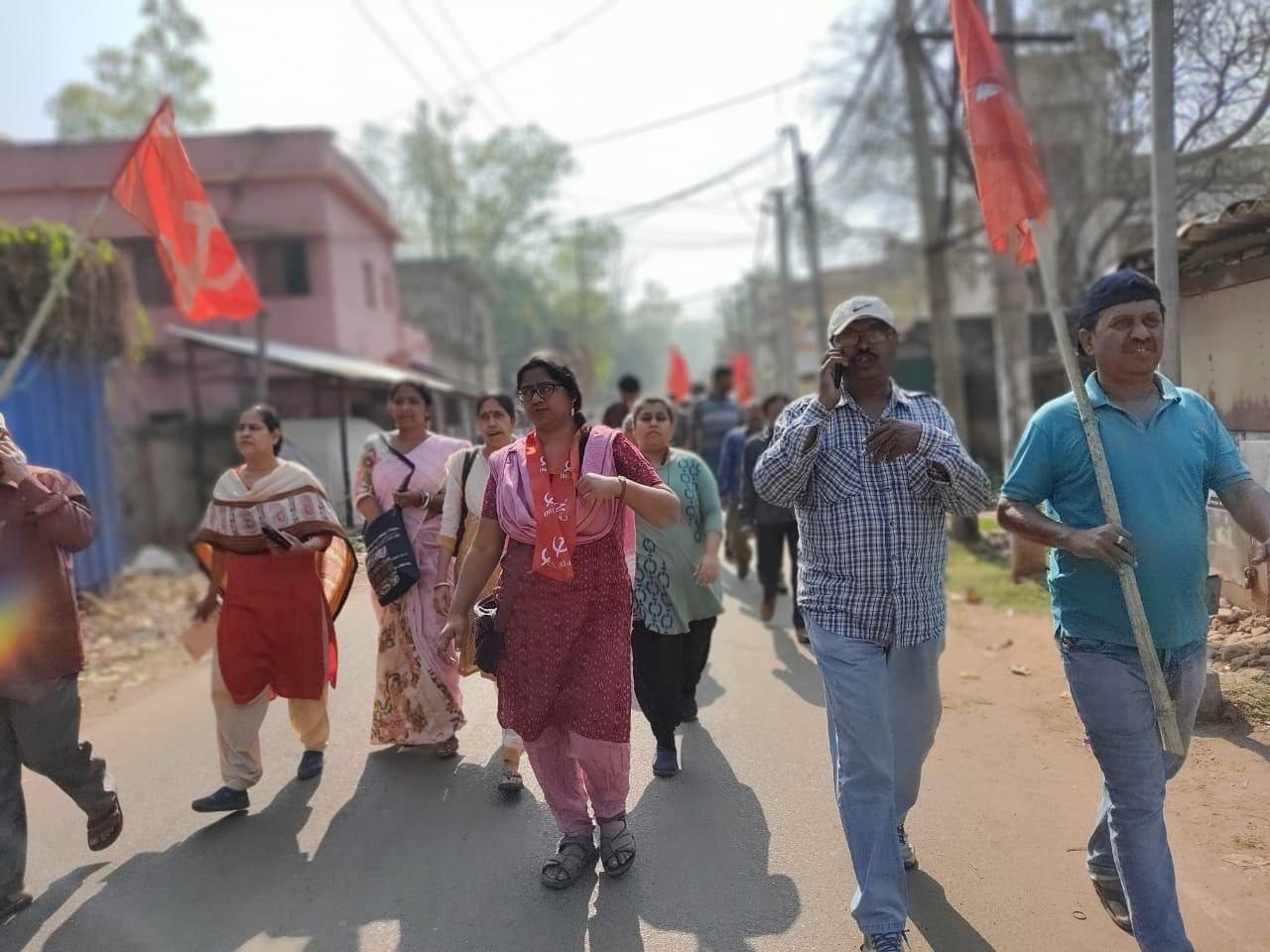 মধুজা সেন রায় : বাম-কংগ্রেস জোটের অন্যতম হেভিওয়েট প্রার্থী। ছাত্র রাজনীতি করে উঠে আসা মধুজা ঝাড়গ্রাম থেকে লড়ছেন। (ফাইল ছবি, সৌজন্য টুইটার @CPIM_WESTBENGAL)