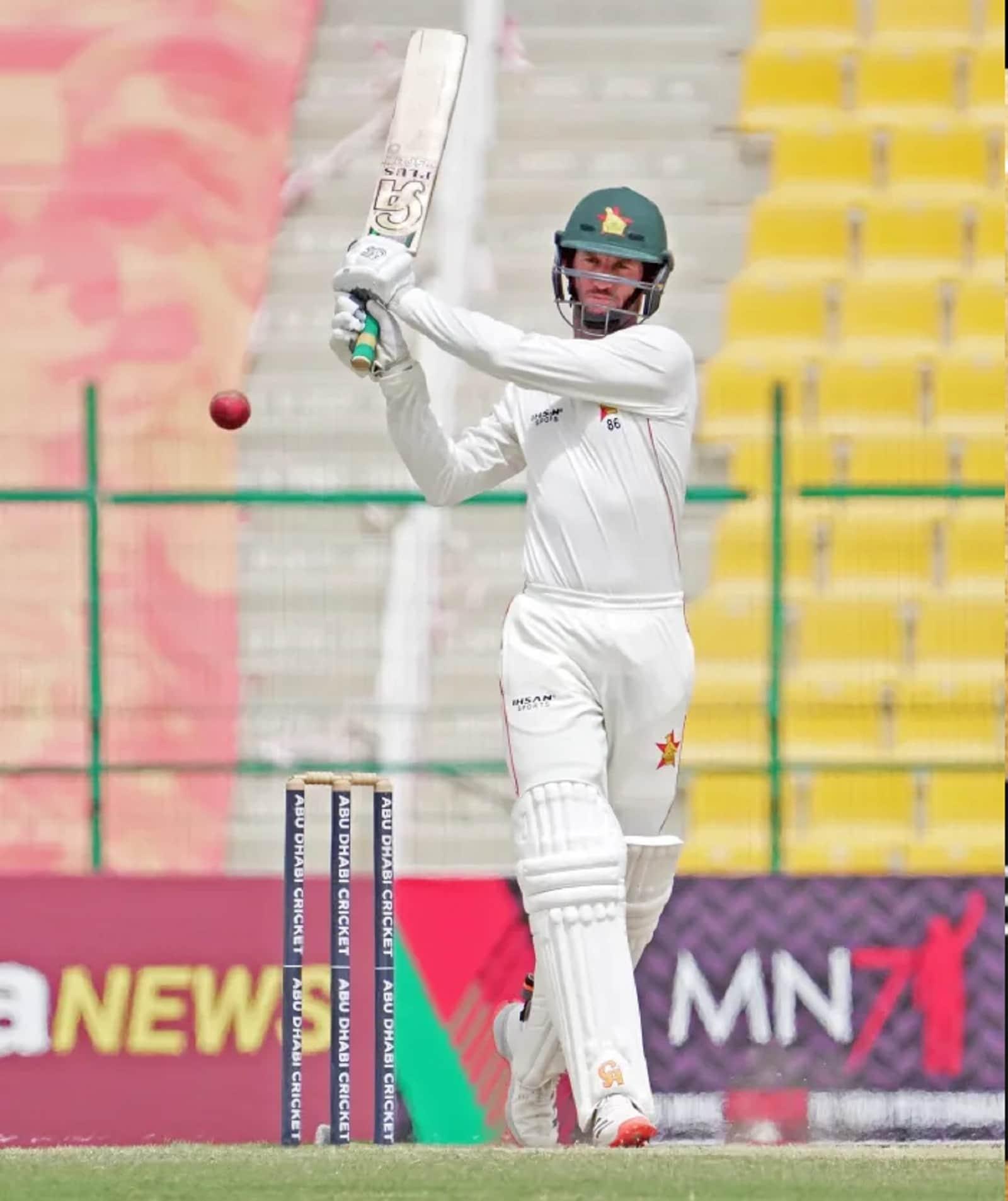 লড়াইয়ে রয়েছেন জিম্বাবোয়ের সিয়ান উইলিয়ামসও। তিনি ২টি সেঞ্চুরি-সহ ১৩২ গড়ে ২৬৪ রান করেছেন আফগানিস্তানের বিরুদ্ধে ২টি টেস্টে।