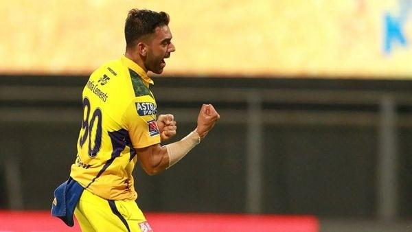 পঞ্জাব কিংসের বিরুদ্ধে ১৩ রানে ৪ উইকেট নিয়ে চেন্নাইকে ম্যাচ জেতান দীপক চাহার। ম্যাচের সেরা হন তিনি।