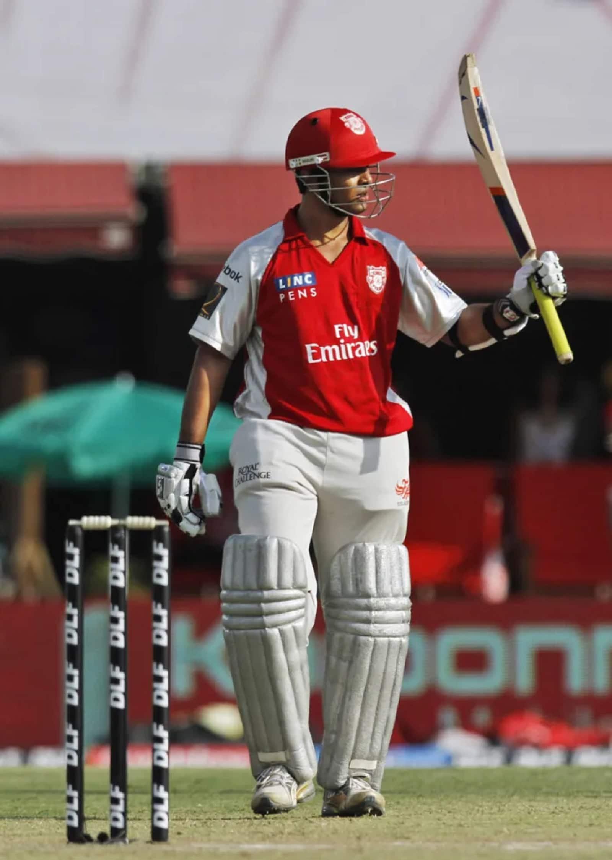 ২০১১ সালে পঞ্জাবের হয়ে চেন্নাই সুপার কিংসের বিরুদ্ধে ১২০ রান করে অপরাজিত থাকেন পল ভালথাতি। এতদিন তিনিই আইপিএলের একমাত্র শতরানকারী ক্রিকেটার ছিলেন যিনি আন্তর্জাতিক ক্রিকেট খেলেননি।