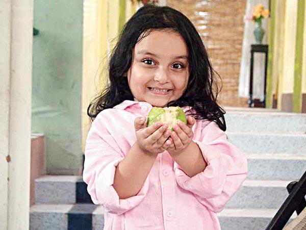 'ভুতু'-র হিন্দি রিমেকেও অভিনয় করেছিলেন আর্শিয়া মুখোপাধ্যায়। বাংলা টেলিভিশন থেকে দীর্ঘ সময় ধরে দূরে ছিল সে। মন দিয়েছিল পড়াশোনায়। তবে এবার ফিরছে সে।