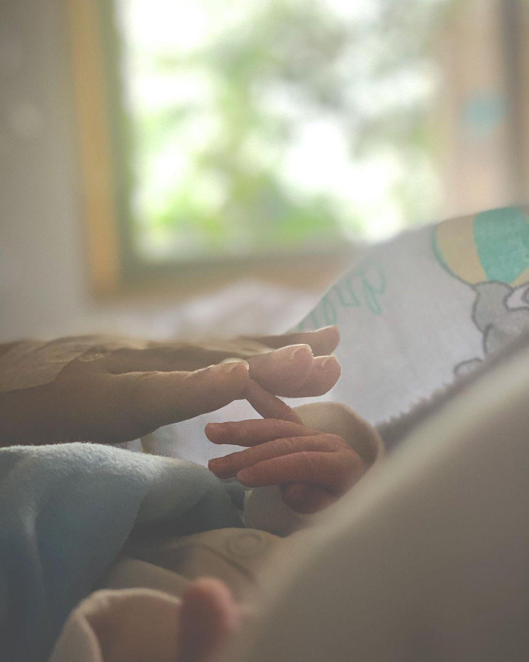 ছেলের হাতের ওপর হাত রেখে ছবি শেয়ার করেছেন অদিতি। ছেলের পেয়ে নিজেকে সৌভাগ্যবান বলেছেন নায়িকা। পরিবার দুই থেকে তিন হল জানিয়েছেন তিনি।