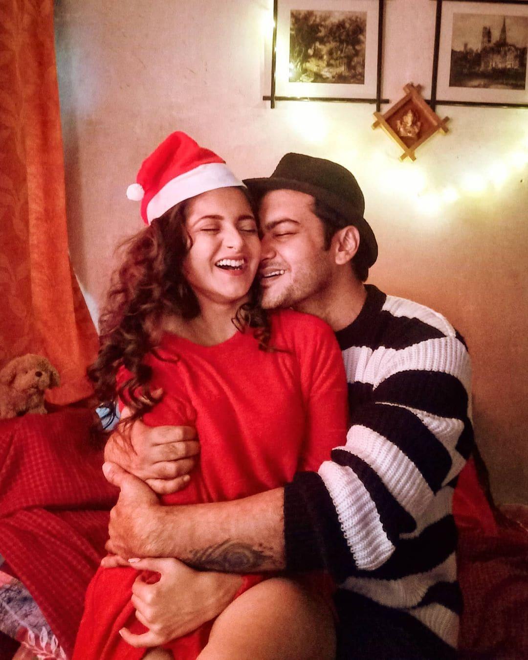 বর্তমানে 'মিঠাই'-এ 'শ্রীতমা'-র চরিত্রে অভিনয় করছেন দিয়া মুখোপাধ্য়ায়। স্টার জলসায় 'গঙ্গারাম' ধারাবাহিকে মুখ্য চরিত্রে রয়েছেন অভিষেক বোস।