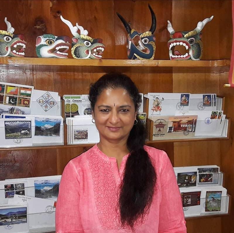 রেখার আর এক বৈমাত্রেয় দিদি বিজয়া চামুণ্ডেশ্বরী। তিনি সু-প্রতিষ্ঠিত ফিটনেস এক্সপার্ট।