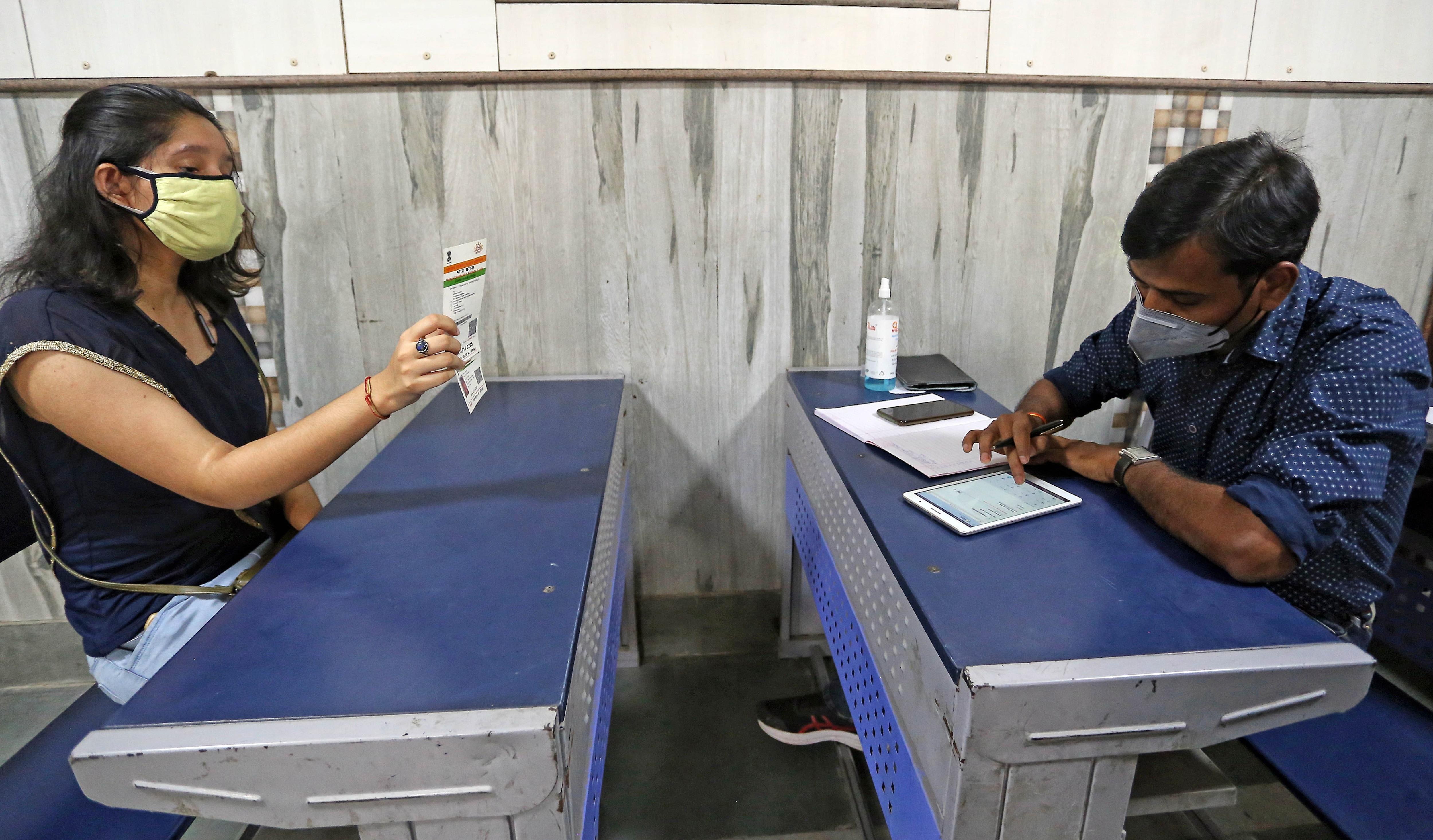 স্কুল পড়ুয়াদের আধার নথিভুক্তিকরণ শুরু হচ্ছে পশ্চিমবঙ্গে। আগামী ১ অক্টোবর থেকে এই পাইলট প্রকল্প শুরু করছে রাজ্য। ফাইল ছবি : এএনআই (ANI)