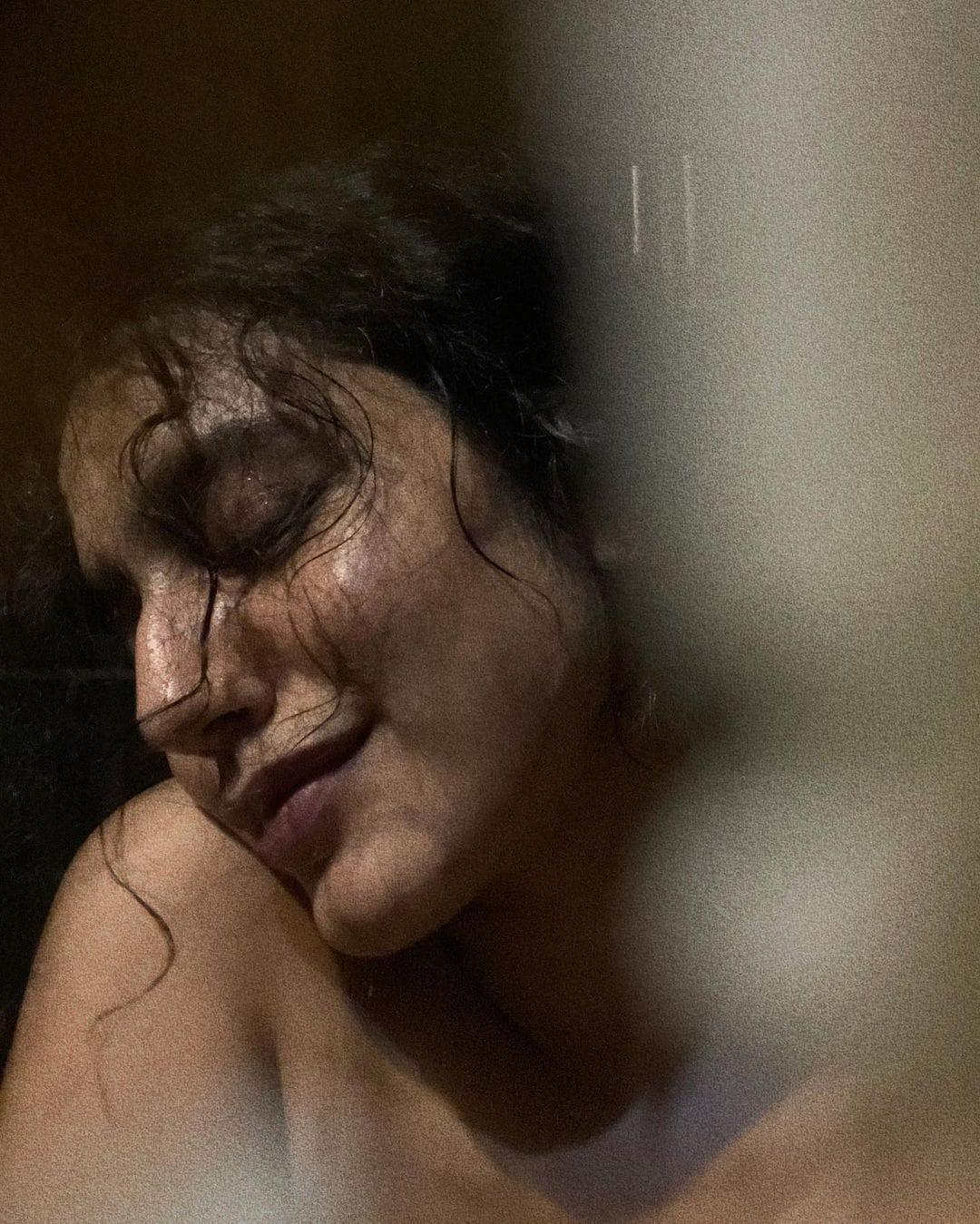 এবার এলোমেলো চুলে সেনসেশনাল ছবি সামাজিক মাধ্যমে শেয়ার করলেন অভিনেত্রী।