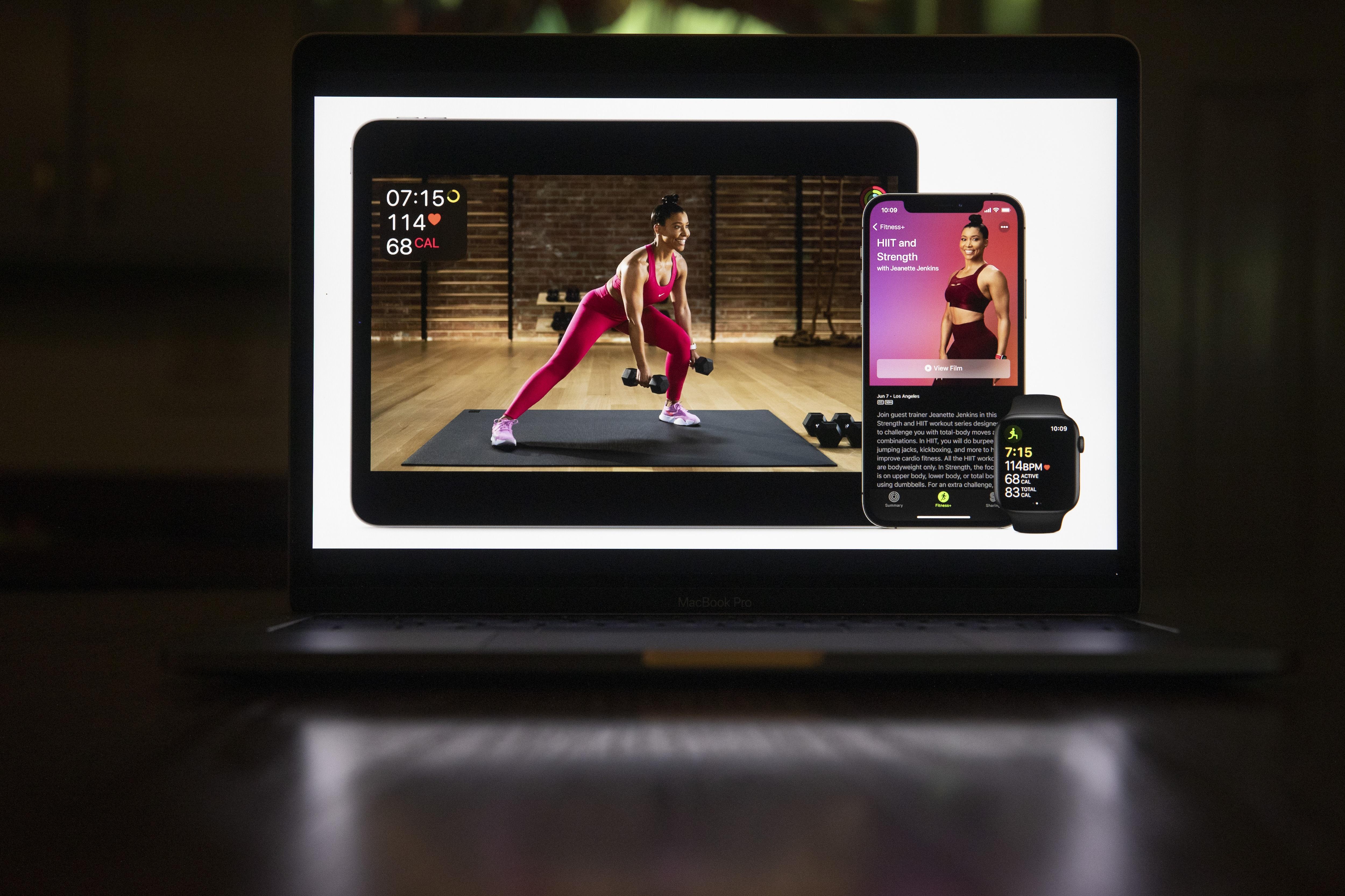 ওয়াচওওস ৮ (watchOS 8) : Apple Fitness+-তে আরও ভালো মিউজি সাপোর্ট থাকছে। ওয়ার্ক আউটের উপর ভিত্তি করে তাতে লেডি গাগার মতো শিল্পীর গান থাকছে। (ছবি সৌজন্য ব্লুমবার্গ)