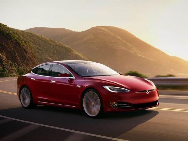 টেসলার ওয়েবসাইট অনুযায়ী 0-60 মাইল প্রতি ঘণ্টার গতি তুলতে মাত্র ১.৯৯ সেকেন্ড সময় নেবে মডেল এস প্লেইড। সর্বোচ্চ গতিবেগ ২০০ মাইল প্রতি ঘণ্টা। ফাইল ছবি : টেসলা (Tesla)