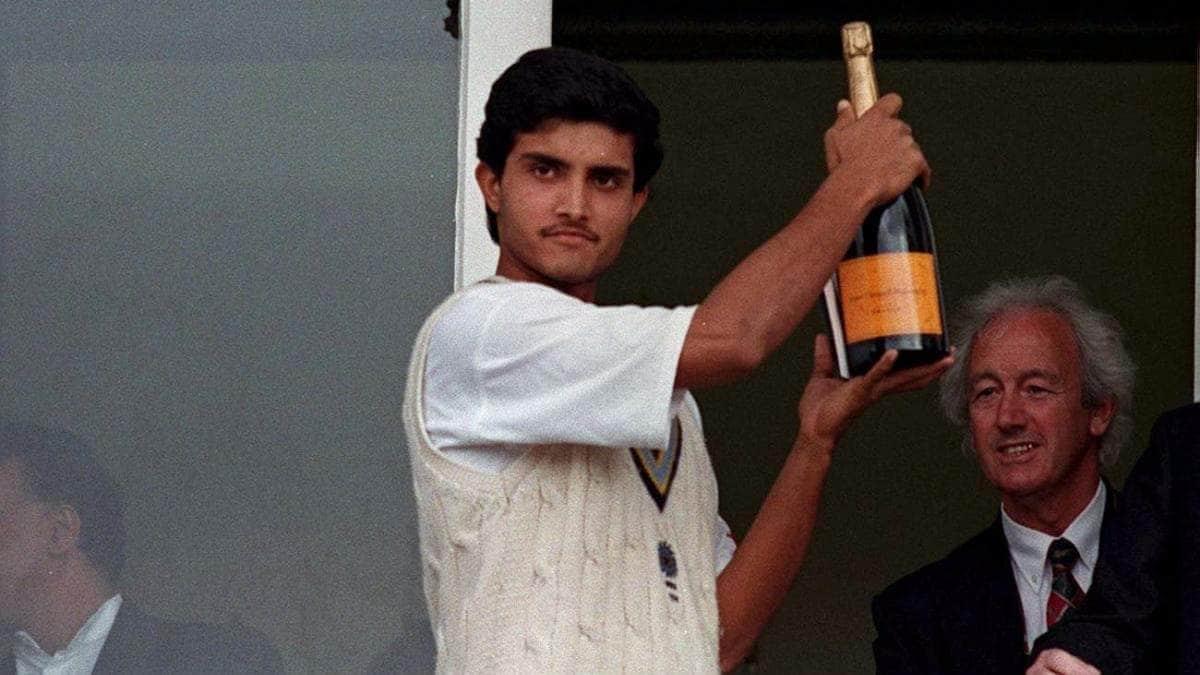 সৌরভ সেই অভিষেক টেস্টেই ১৩১ রান করেছিল। এই টেস্টে সৌরভের সঙ্গে অভিষেক হয়েছিল রাহুল দ্রাবিড়েরও। তিনি আবার ৯৫ রান করেছিলেন। মাত্র ৫ রানের জন্য শতরান হাতছাড়া হয়েছিল তাঁর।