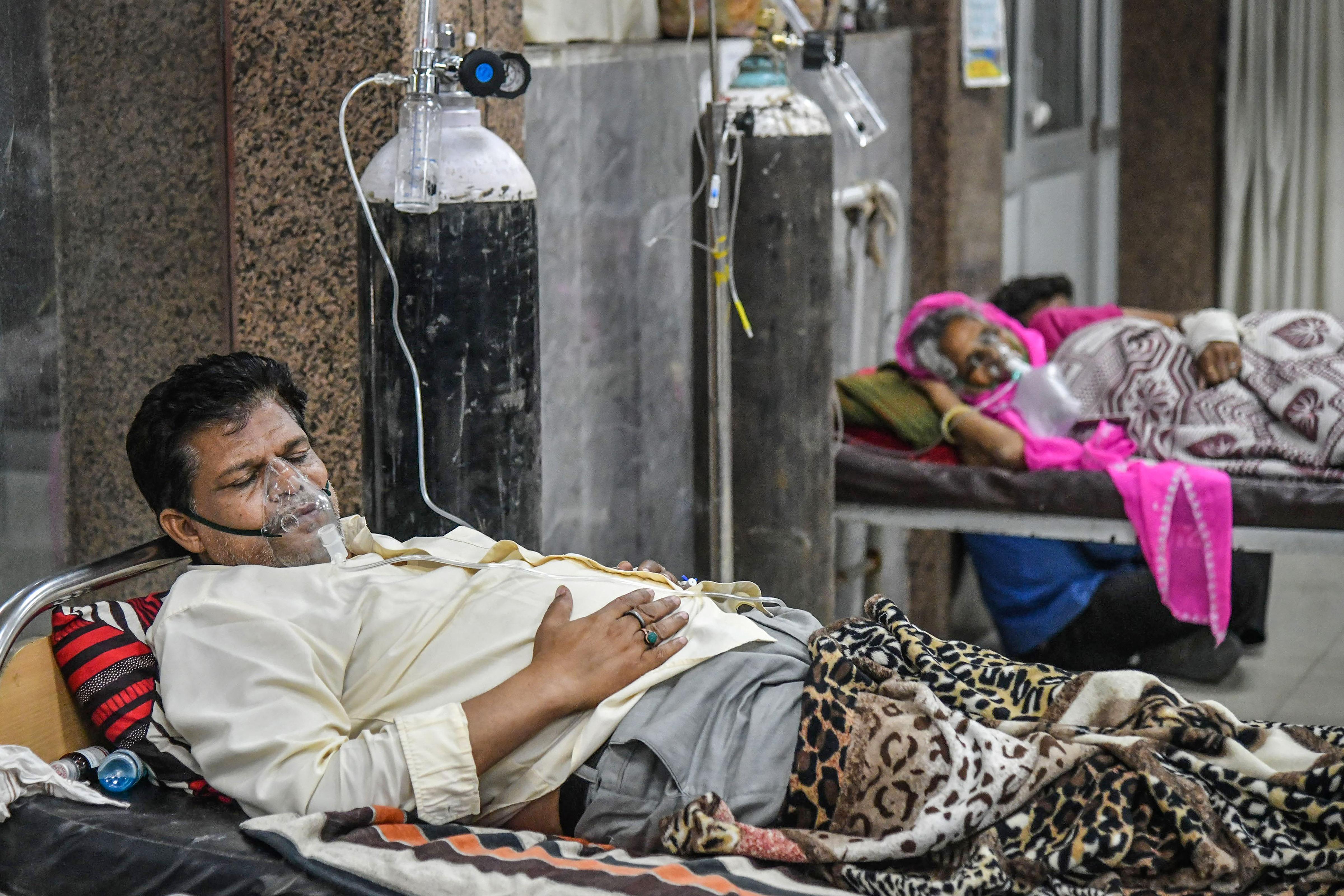 গবেষকরা বলছেন করোনা আক্রান্তদের মানসিক অবসাদ, সাইকোসিস, ডিমেনশিয়া এবং স্ট্রোকের ঝুঁকি রয়েছে। ফাইল ছবি : পিটিআই (PTI)