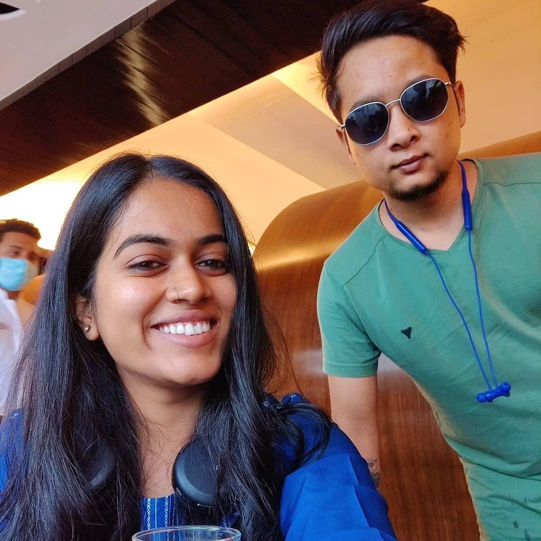 সাইলি কামলির সঙ্গে পবনদীপের সেলফি।