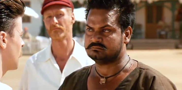 ছবিতে 'অর্জুন' এর চরিত্রে অখিলেন্দ্র মিশ্রর পরিমিত অভিনয় দেখে মুগ্ধ হয়েছিলেন ছবি সমালোচকের দলও। মোট ৩ লক্ষ টাকা পেয়েছিলেন 'অর্জুন' ভুবনের টিমে 'খেলা'-র জন্য। ( ছবি সৌজন্যে - আমির খান প্রোডাকশন।)