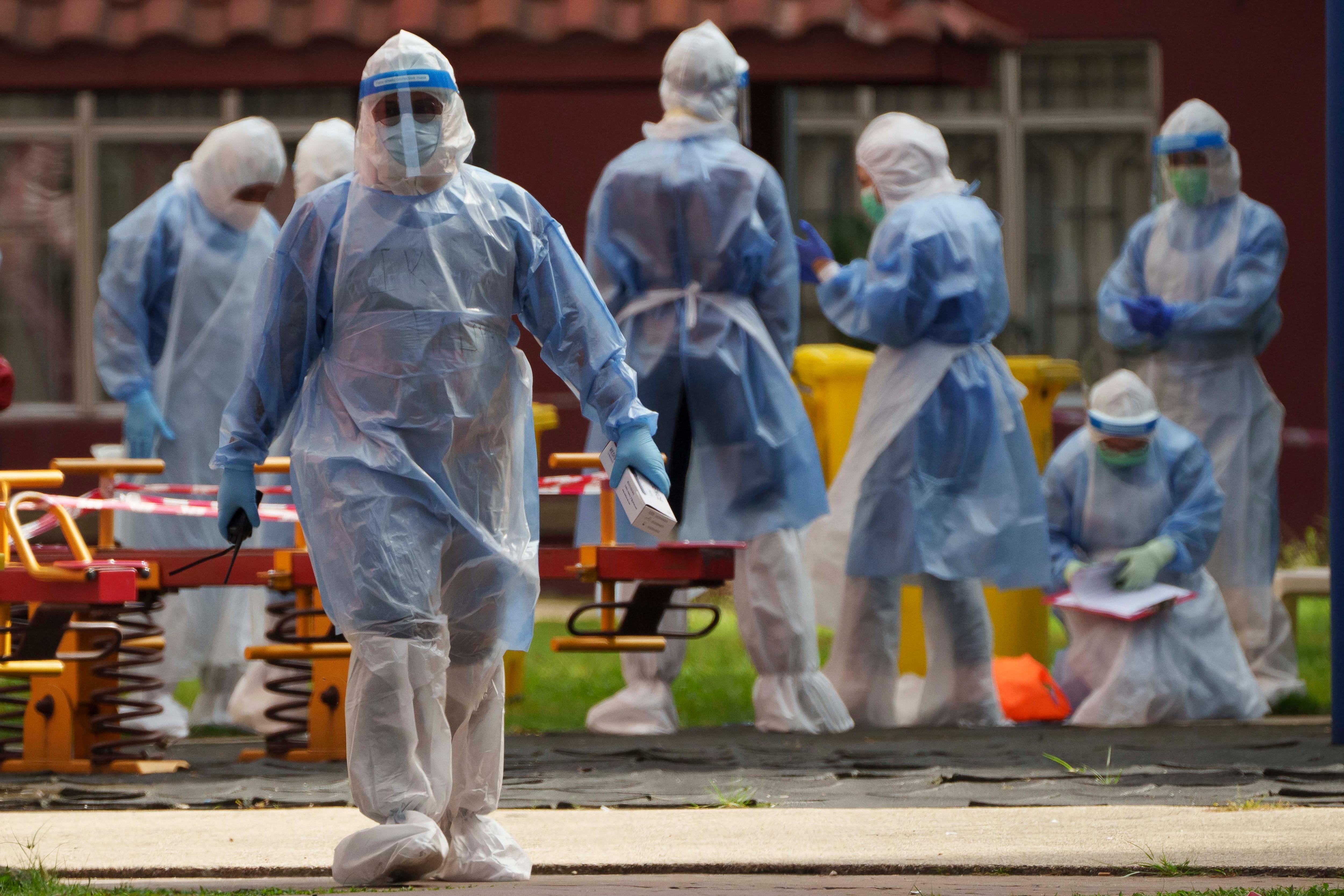 করোনায় মৃত্যু: বেড়েছে মৃত্যুসংখ্যাও। মঙ্গলবার করোনায় (Coronavirus) মৃত্যু সংখ্যা ৯৩০। তার আগের দিন কোভিডে প্রাণ হারান ৫৫৩ জন। ফাইল ছবি : পিটিআই (PTI)